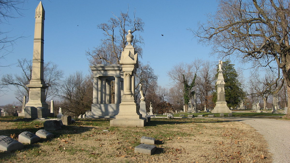 1200px-Oak_Hill_Cemetery_in_Evansville_large_monuments.jpg